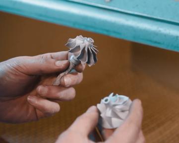 Чистка деталей турбины пескоструйной машиной